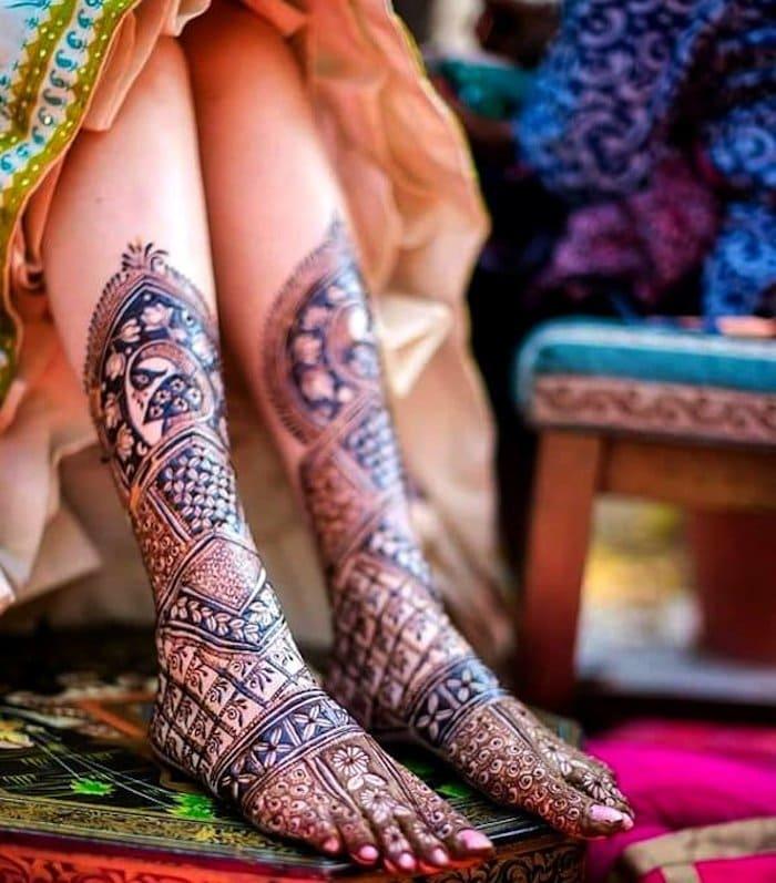 small flowers mehndi design for Legs