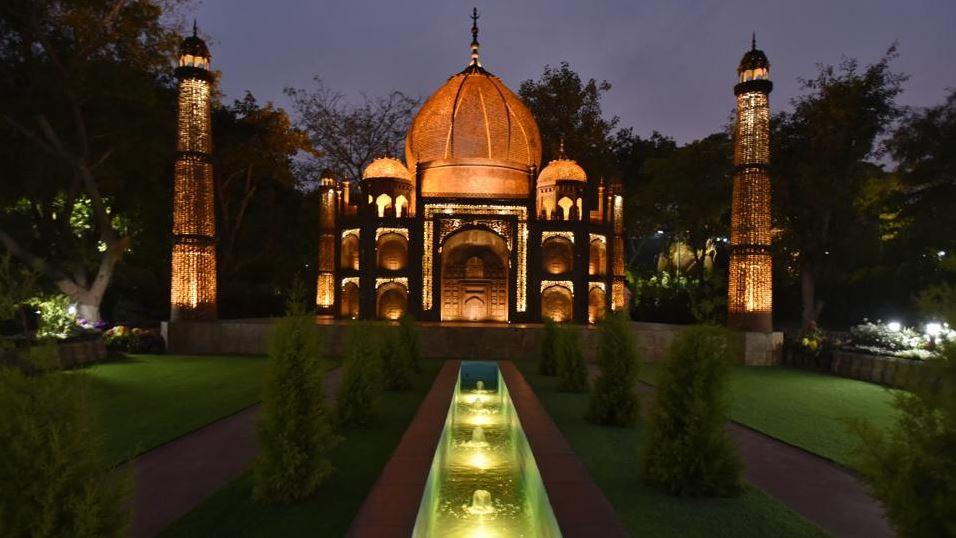 waste of wonder Taj Mahal